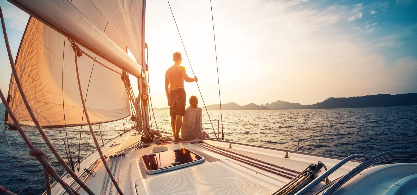 viajes en velero desde Vigo, escapada romántica a bordo con pernoctacion y paseo