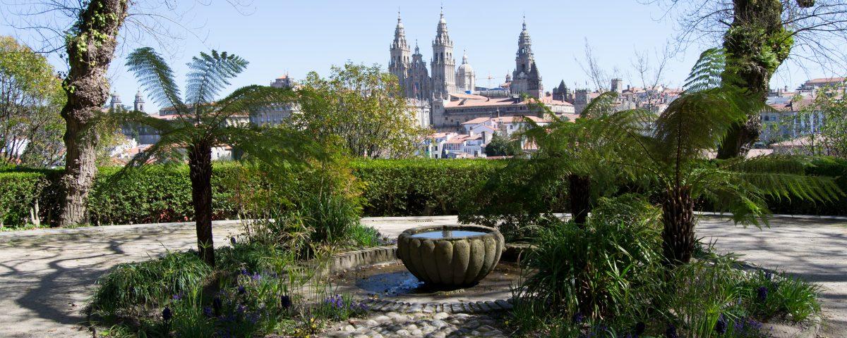 Santiago para peregrinos. Vista de la Catedral desde la Alameda