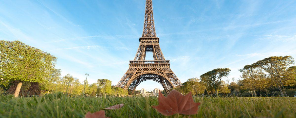 La Torre Eiffel en París es uno de los lugares que podrás visitar con más tranquilidad en temporada baja
