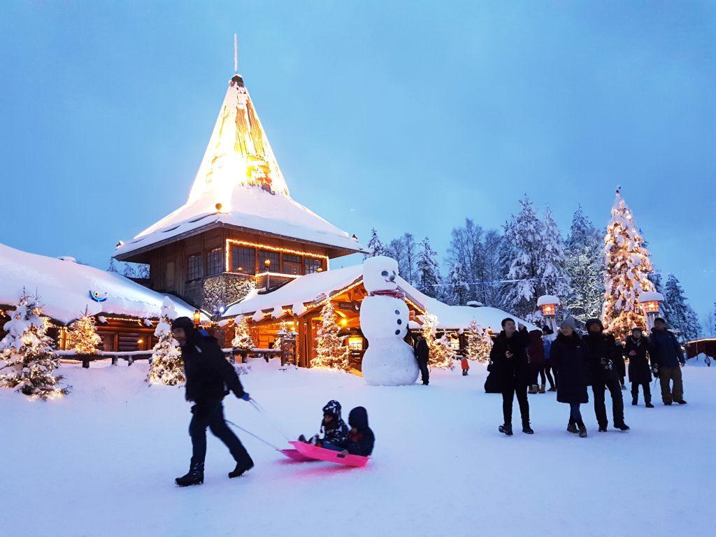 Te contamos dónde vive Papá Noel, para que lo visites en Laponia o en Suiza
